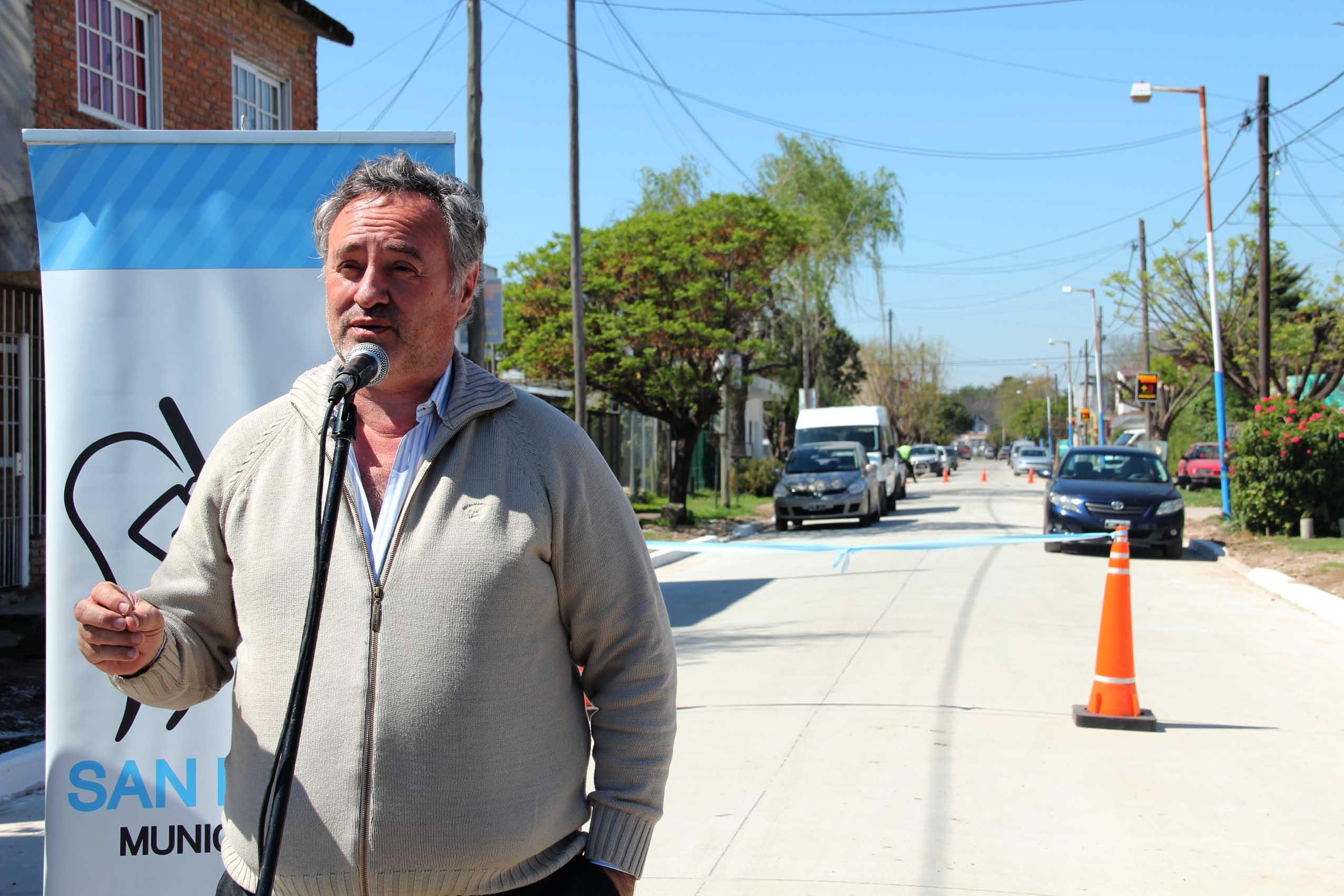 Se inauguraron cuadras de pavimento de hormigón en Muñiz