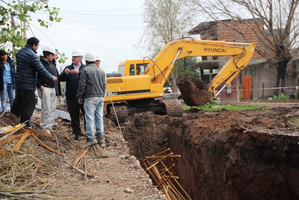 Recorrida del avance de la obra hidráulica en Barrio Mitre
