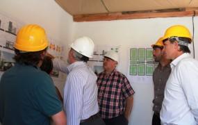 Los funcionarios recorrieron las obras y vieron los planos del proyecto urbanístico (1)