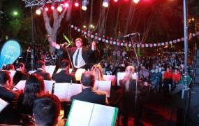 La orquesta municipal tocó en el escenario del corredor aeróbico