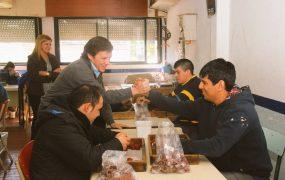 El intendente Jaime Méndez visitó el taller de un centro de discapacitados