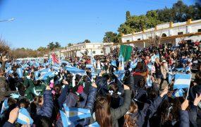 Miles de alumnos prometieron lealtad a la bandera